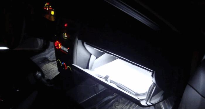 Подсветка бардачка светодиодной лентой