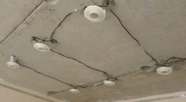 Прокладка проводки до установки гипсокартонного потолка